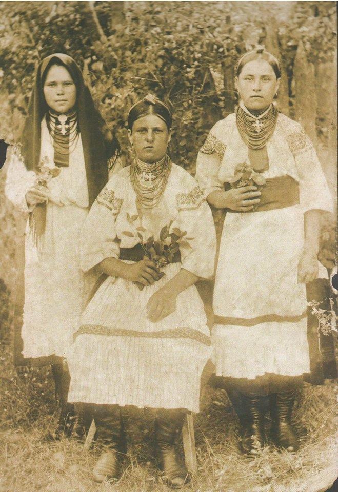 Троє дівчат