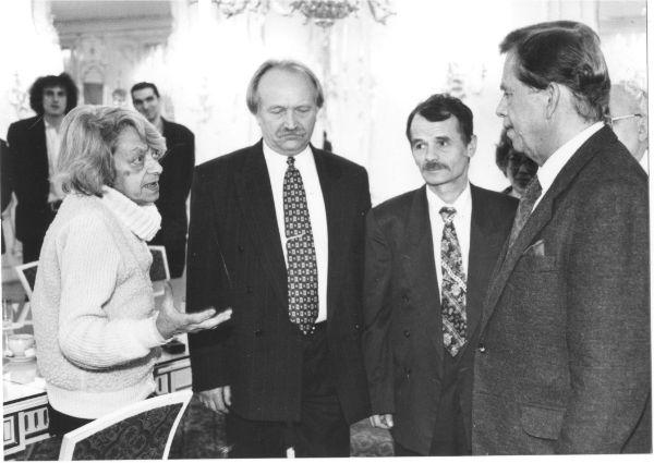 З друзями-дисидентами - Ларисою Богораз, Мустафою Джемілєвим, Вацлавом Гавелом