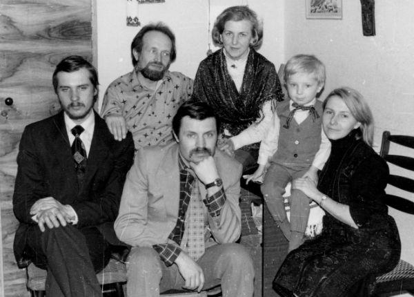 Родина: син Тарас, дружина Атена Пашко, її донька Ірина Волицька, зять Віктор Зубко та онук Василь