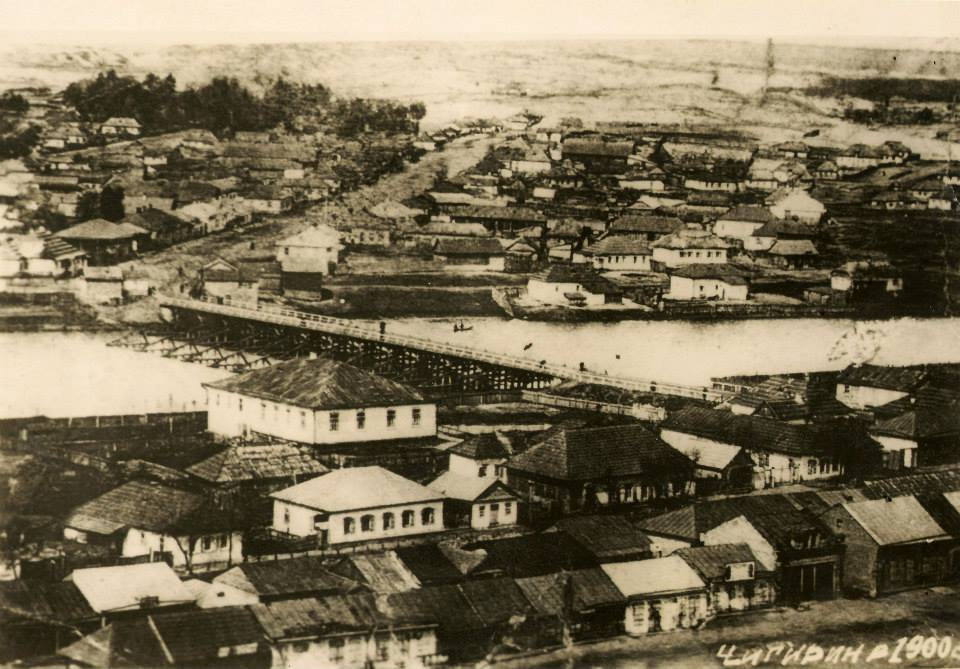 На березі Тясмину - велике приміщення. Ото, кажуть, і є паровий млин з електростанцією О.Безрадецького.