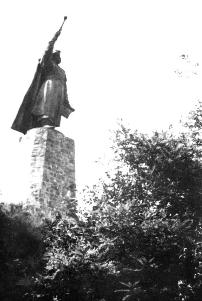 Перший пам'ятник Богдану