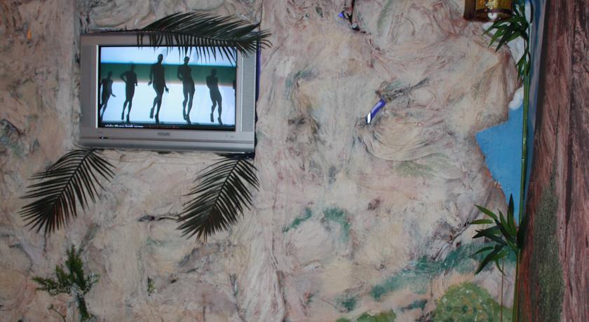 """У мережі висміюють квартиру """"уманського Мауглі"""" (ФОТО) (фото) - фото 4"""