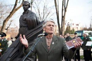 Микола Сом на відкритті пам'ятника Василеві Симненку в Черкасах