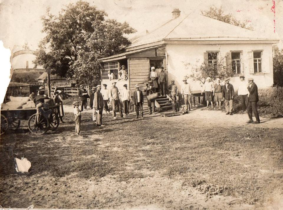 """Реквізиція """"продовольчих лишок"""" у куркулів. 1930-ті роки, с. Тарасівка"""