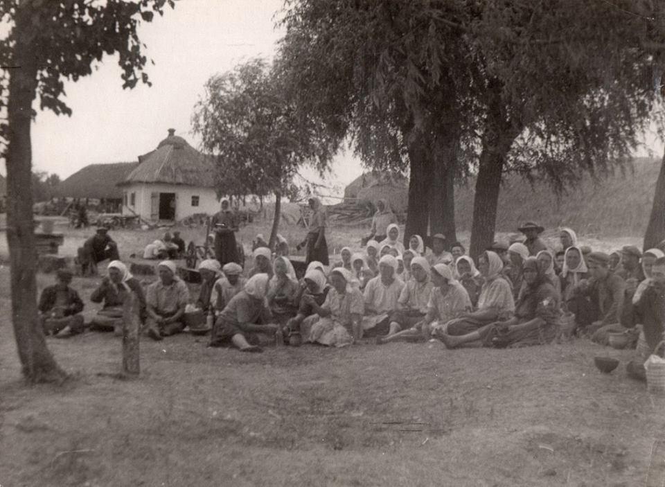 Обід у колгоспі. с. Тарасівка, 1950-ті роки