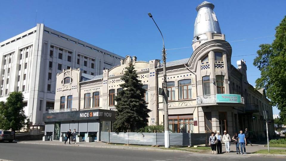 Біля ресторану дружини губернатора в історичній будівлі Черкас обгородили ще територію